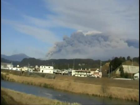 霧島・ 新燃岳 噴火 遠景