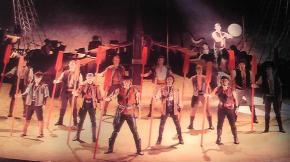 ロビーに展示してあった舞台写真②中央は原さん。
