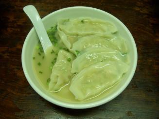 東京餃子楼(2011年2月限定・鶏白湯スープ餃子6個入り¥370)