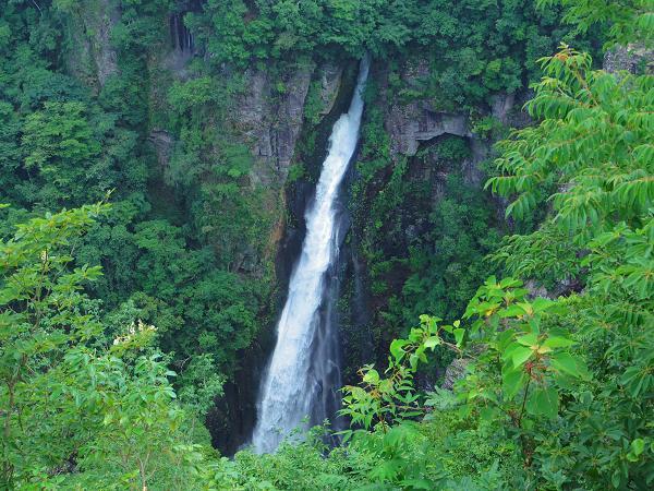 西椎屋の滝2