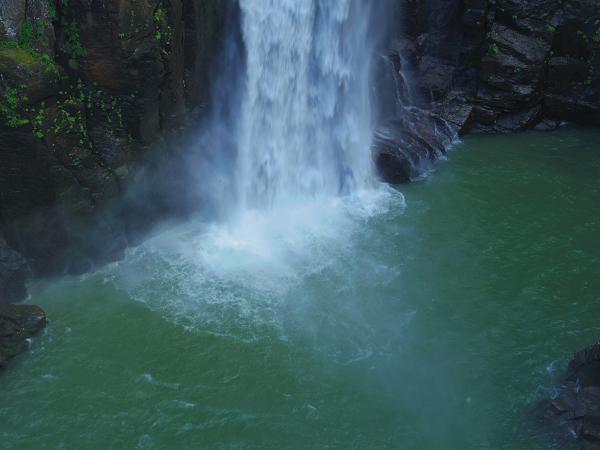 西椎屋の滝3