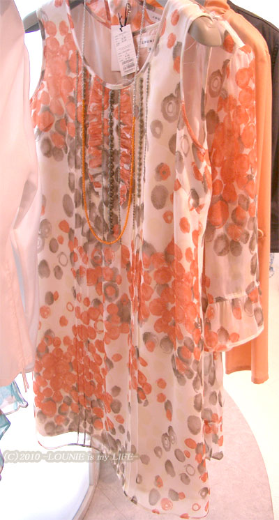 LOUNIE(ルーニィ)通販:LOUNIE(ルーニィ)2010春物★試着して、このコーディネートで買いました!手描き風果実柄ワンピース(ターコイズブルー)×春物フリフリジャケット(カーディガン)のコーディネート★手描き風果実柄は、私個人的には、今回の2010Springコレクションの中でも一番のかわいさ!!!(*≧▽≦*)