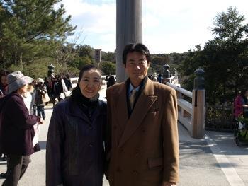 今野先生と宇治橋前で