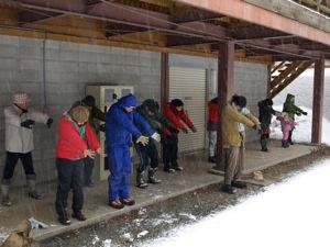 2雪の中の体操