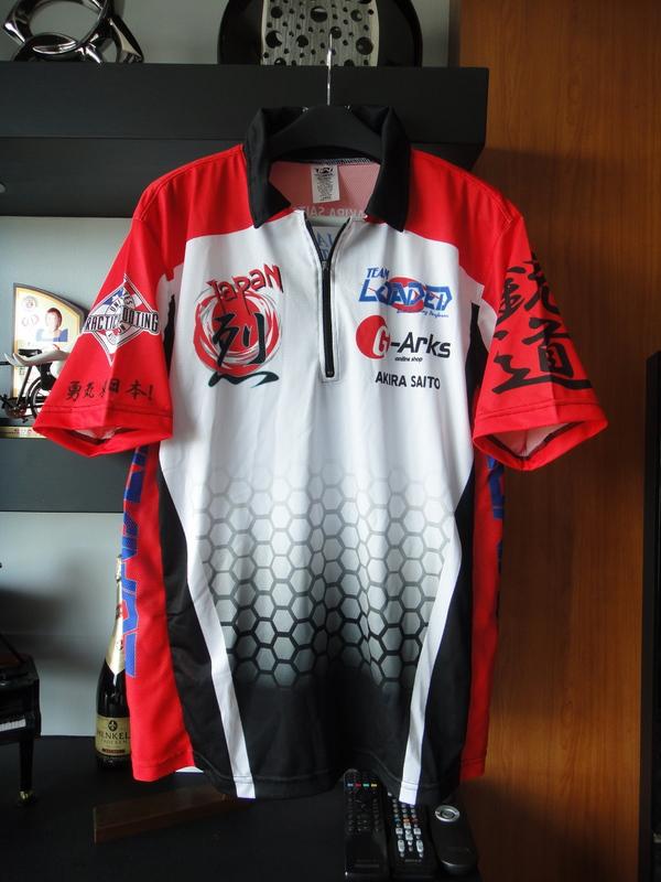2011チーム・シャツ (表)