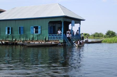 湖の上の学校