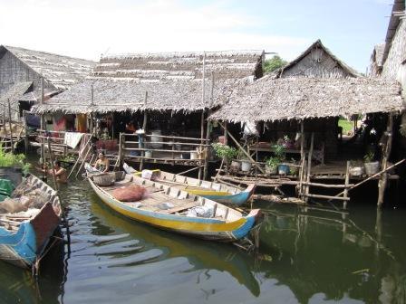 浮かぶ村 家屋