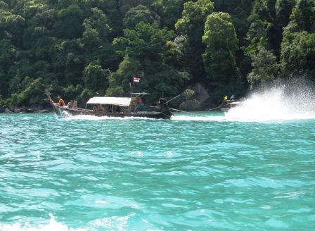 スリン島 ボート