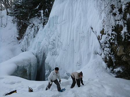 県民の森七滝氷瀑02(2013.1.30)ジャンプ!
