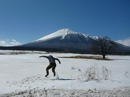 上坊牧野の一本桜01(2013.3.15)