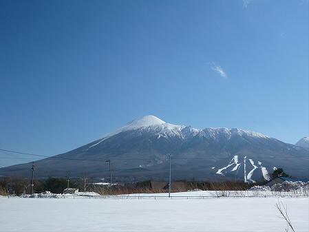 ビジターセンターからの岩手山01(2013.3.15)