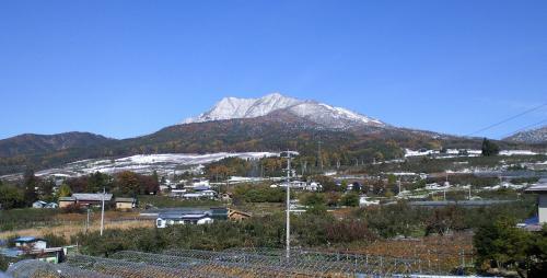 14日朝の高社山(25.11.18)