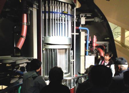 五分の一原子炉模型で説明を受ける(25.11.23)