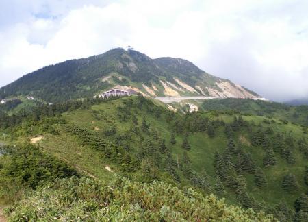 横手山を見上げる(25.8.19)