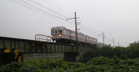 電車も昼間なのに・・・(25.8.23)