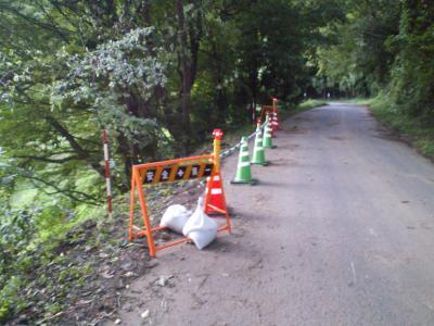 町道の路肩が崩落(25.9.17)