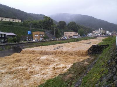増水する横湯川(25.9.16)