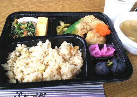 タケノコご飯のお弁当(25.10.6)