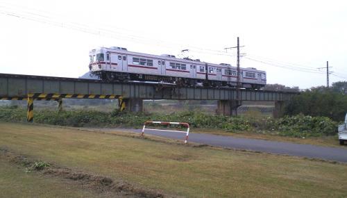 普通列車が鉄橋を通過(25.11.3)