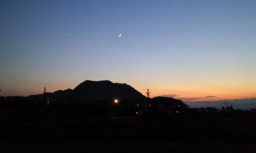 三日月と金星(25.11.6)