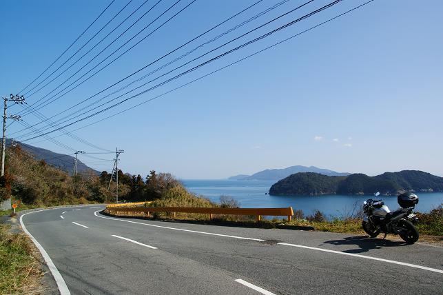 海沿いの高台を走る