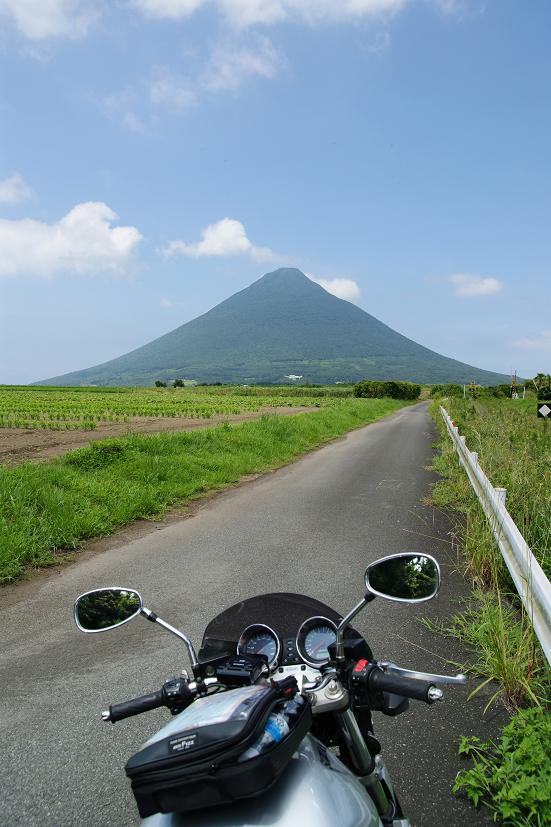 開聞岳へ続く道