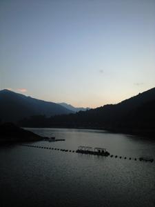 奥多摩湖の夕暮れ