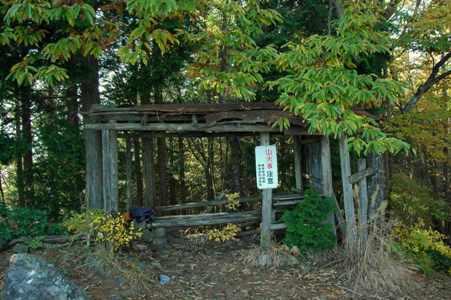 本仁田山山頂の東屋
