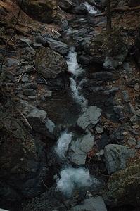 05_登山口すぐの川