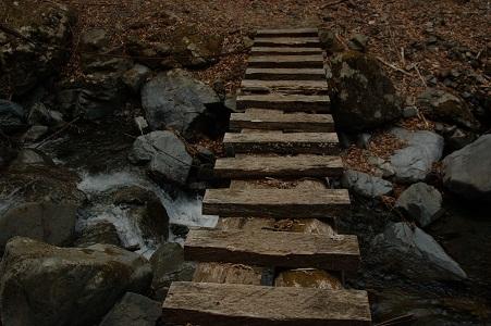 10_登山道の橋