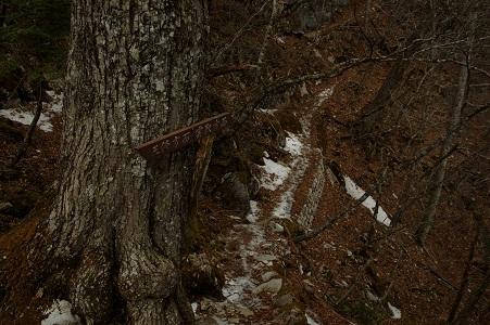 17_道標と残雪