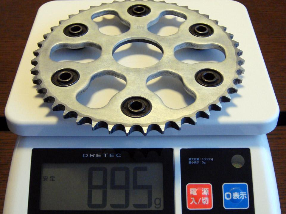 耐久性を重視しているためか結構な重さがあるノーマルスプロケット