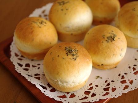 ぽっこり可愛いバジルの簡単パン