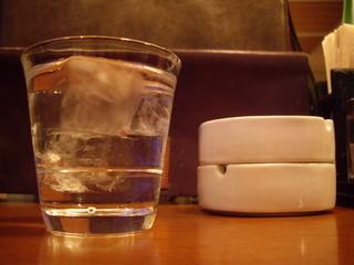 麺喰酒場 月音 グラスと灰皿