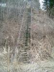ダム下への階段