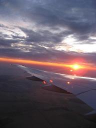 雲の下の日の出