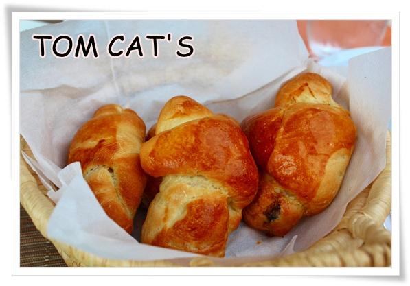 TOM CAT'S