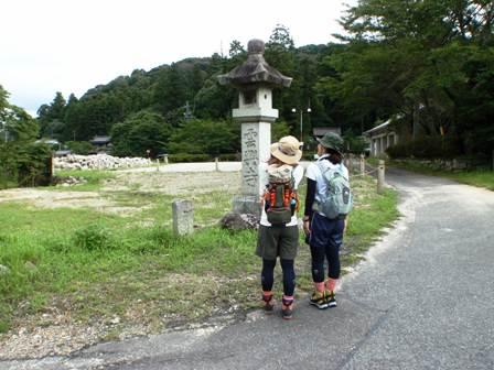 20110731-01雲興寺前