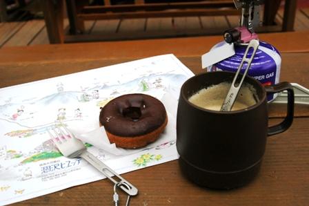 20110816-6 涸沢ヒュッテ ドーナツとコーヒー