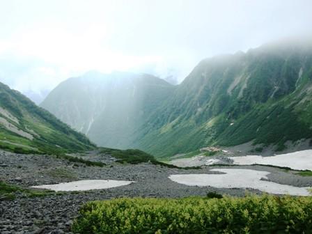 20110817-2 涸沢、雪渓のあとで振り返る、屏風