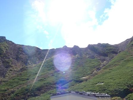 20110918-09三の池から稜線を見上げる.jpg