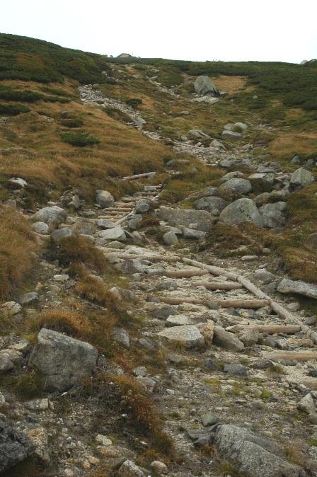 20110923_09駒峰へ6ヒュッテ遠っ