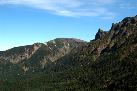 20111001-17文三郎から見た硫黄と横岳