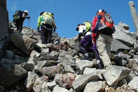 20111008-08茶臼岳の岩道