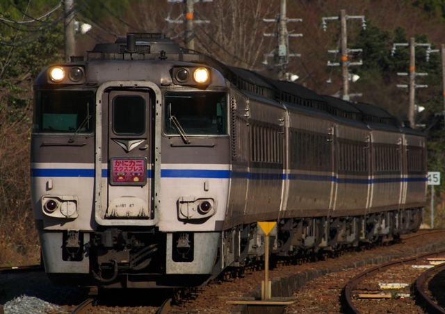 101219-JR-W-DC181-kanikani-igumi-2.jpg