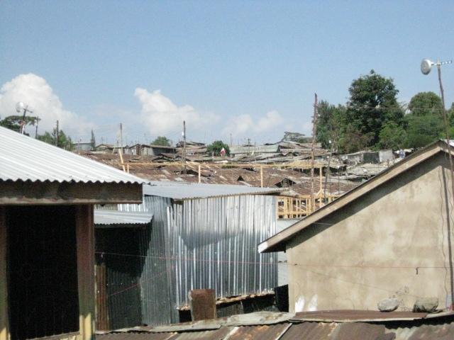 マゴソスクールから見たキベラスラム