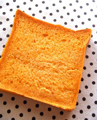 『caslon(キャスロン)』のトマトのイギリスパン