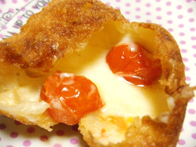 『ブランジェ浅野屋』のトマト&モッツァレラのパン