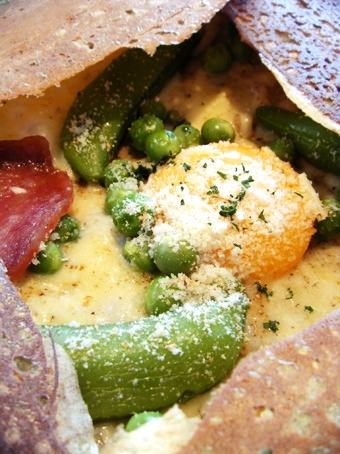 『クニタチ・ティー・ハウス』のグリーンピースとさやえんどうのガレット