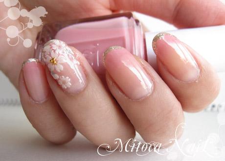 桜ネイル2011。こぼれ桜が爪に咲く。